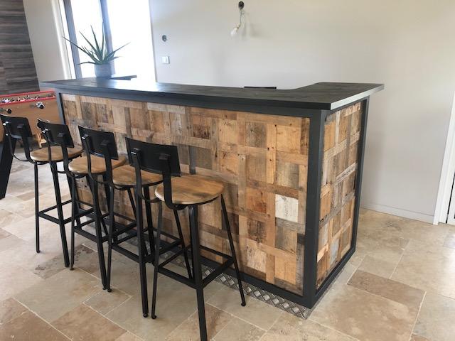 Fabrication d'un meuble de bar sur mesure par la menuiserie Vincent Graveleau