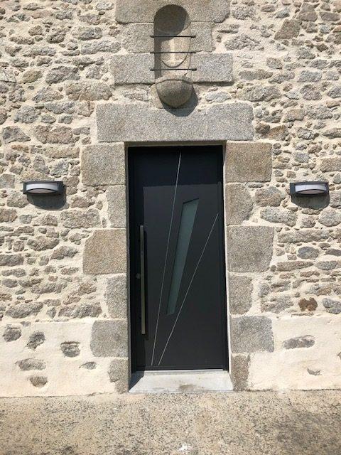 Porte d'entrée posée par la menuiserie Vincent Graveleau à Sèvremoine